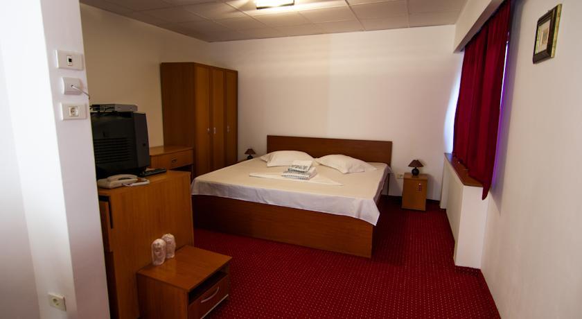 Monza Motel (2)